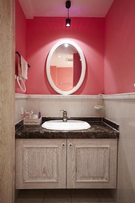 2016创意粉色混搭卫生间效果图