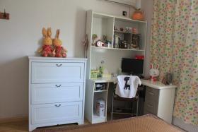 白色现代温馨收纳柜设计装饰图