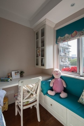 田园风格可爱书房飘窗装修布置