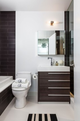 简约清爽欧式风格白色卫生间装修效果图
