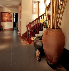 红色雅致新古典楼梯装修设计