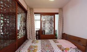 红色中式风格卧室雕花隔断美图欣赏