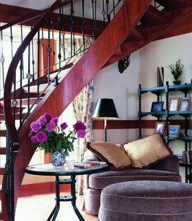 美式风格红色楼梯装修效果图设计