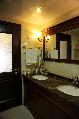 中式风格卫生间设计装饰图