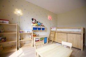 淡雅原木质朴现代风格米色儿童房图片欣赏