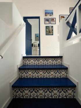 蓝色浪漫地中海风格楼梯装饰设计图片