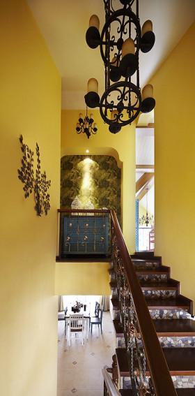 地中海风格温馨黄色楼梯效果图欣赏