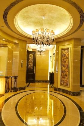 黄色豪华欧式风格玄关装修案例