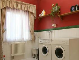 红色美式风格洗衣房效果图设计