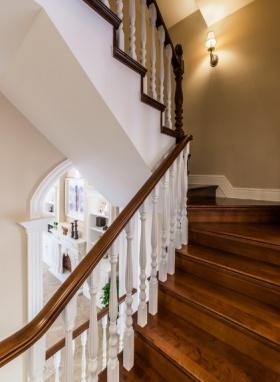 2016美式风格楼梯装修图片