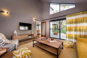 黄色创意简约田园风格客厅装饰图