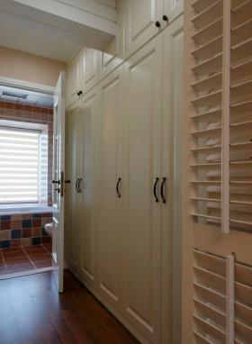 简欧风格素雅米色衣柜设计案例