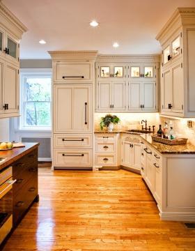 米色温馨欧式厨房橱柜美图欣赏