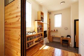 橙色原木质朴简约风格书房设计赏析