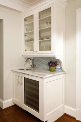 米色欧式风格厨房橱柜设计案例