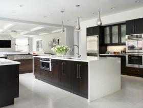 白色质感欧式厨房橱柜装修案例