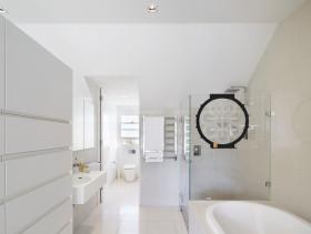 简约风格纯粹白色卫生间图片赏析