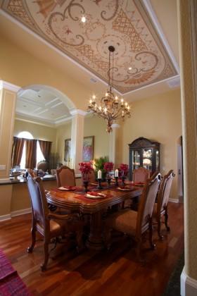 华丽欧式红色餐厅吊顶装饰设计图片