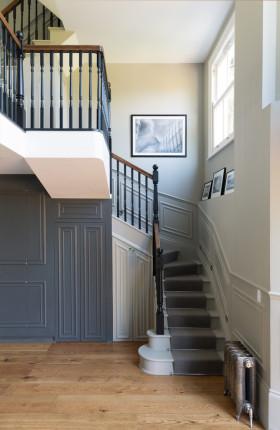 米色欧式风格客厅楼梯设计图