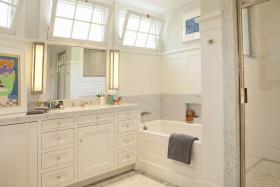 白色简欧风格卫生间图片
