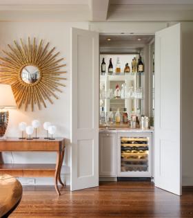 白色东南亚风格酒柜装修效果图设计