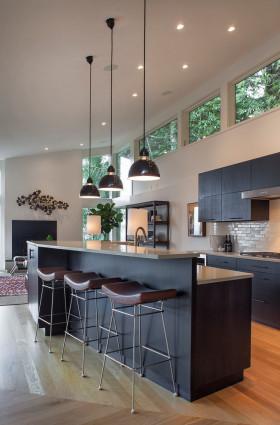 2016大气现代凝练厨房橱柜设计案例