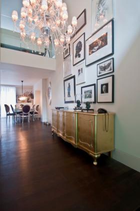 白色优雅现代风格照片墙装饰设计