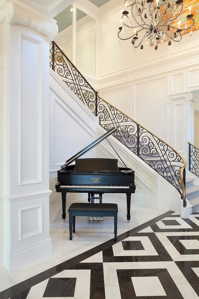 米色大气欧式风楼梯装饰图