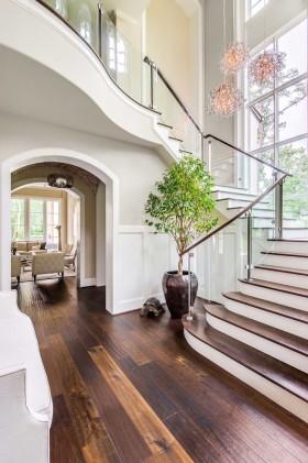 白色大气简约风楼梯设计案例