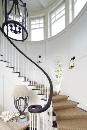 简欧创意线条感白色楼梯设计图片