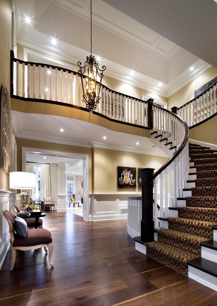 欧式华丽风格白色楼梯装潢美图赏析