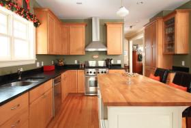 橙色个性美式厨房橱柜装修效果图