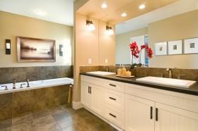 现代简约米色卫生间设计图片