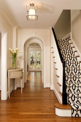米色时尚清爽简欧风格楼梯装潢设计案例