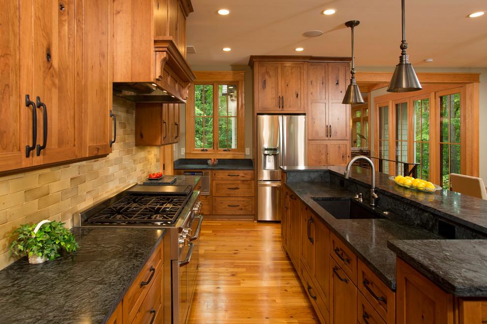 原木色美式风格厨房橱柜装饰设计图片