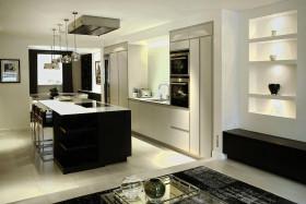 黑色大气简约厨房橱柜图片赏析