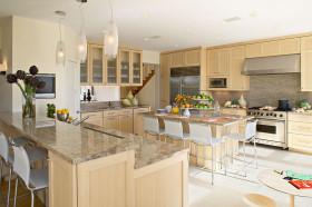 2016米色欧式厨房橱柜设计案例