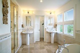白色美式风格卫生间装修设计欣赏