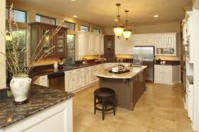 大气温馨美式黄色厨房橱柜装修图片