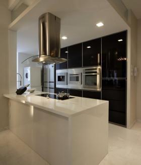 黑色简约风格开放式厨房橱柜装修效果图