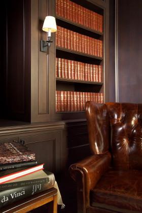 大气经典沉稳欧式红色书房书架装修设计