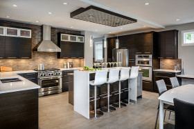 黑色欧式厨房吧台效果图欣赏
