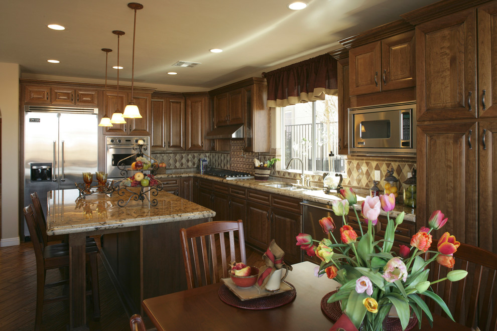 原木色美式乡村风格厨房橱柜设计装潢
