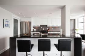 灰色简约时尚厨房吧台美图欣赏