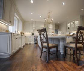 白色美式风格厨房吧台装修图