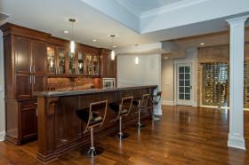 褐色美式风格厨房吧台设计图片