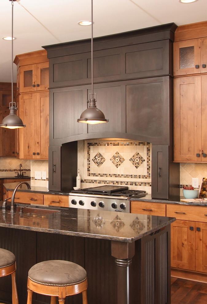 美式风格质感原木色厨房装修案例