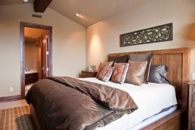 褐色东南亚风格卧室装修设计