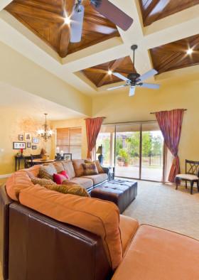 橙色美式风格客厅吊顶设计图片