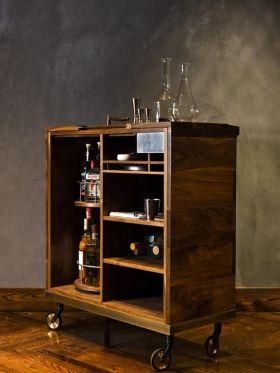 原木色美式风格酒柜图片欣赏